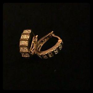 Jewelry - Pretty fashion earrings